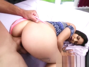 Dont Break Me - Twerking latina Martini Bows is Extra Tight