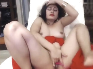 Indian girl started squirting before camera