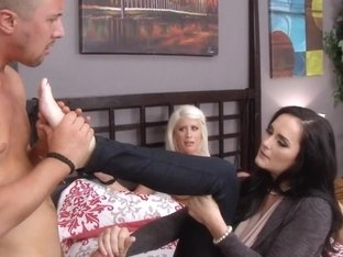 milf Bianca Breeze slammed in threesome