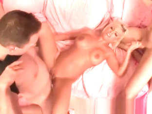 Threesome Sex With Britney Amber Gets Too Raunchy