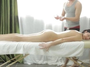Erika Bellucci gets a facial after fucking in the art porn