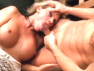 So sexy tranny in threeway fucking
