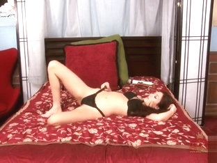 Cassie Laine brunette tells us everything from her bed