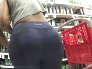 Big Booty Shopping in Tights