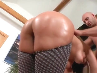 Charming trimmed EU experienced lady Simone Style is sucking penis
