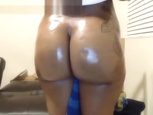Hot Oiled Up Ebony Ass On Webcam