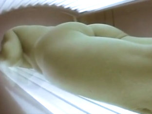 Girl farting on the tanning bed