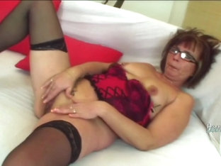 Nerdy milf getting dick