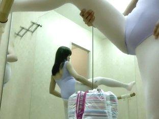 Камера в раздевалке балерин 2