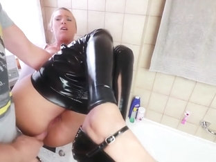 Daynia cameltoe in latex leggings then anal fuck