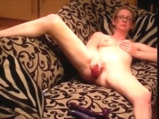 Angular white woman i'd like to fuck penetrates her fanny as that sweetheart sits on the sofa