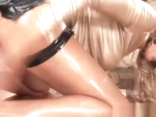 Cumswapping european babes ass toyed in group