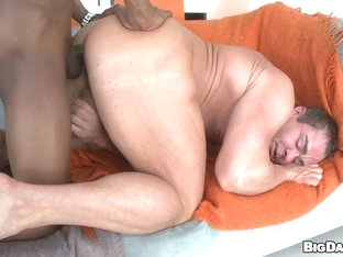 Body Builder VS 14 Inch Dick - ItsGonnaHurt