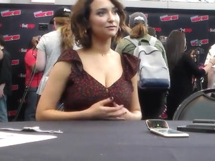 Milana Vayntrub - ''New York Comic-Con 2018''