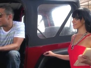 Kinky brunette with marvellous ass likes to fuck in car
