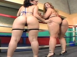 Hot chicks Kristina Rose and Sara Jay in a squared circle