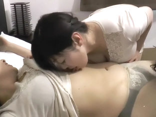 3 Japanese kissing tummy