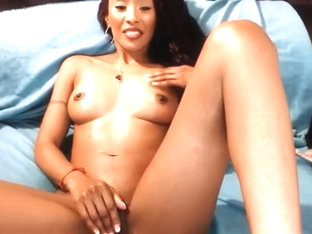 Baby Cakes ebony hottie lick her cunt by black dude