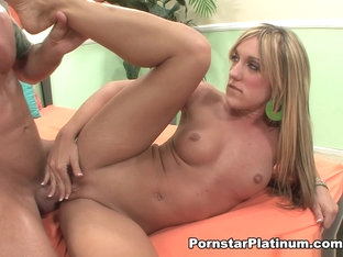 Amy Brooke in Pretty Feet - PornstarPlatinum