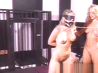 Submissive dyke fingered while eating BDSM pussy