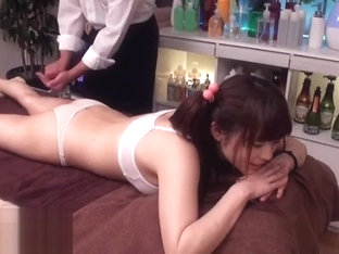 Japanese massage with college girl turns in sex