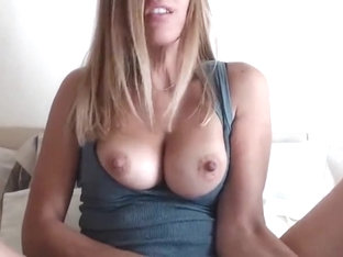 Awesome Solo Masturbation By This American Hottie
