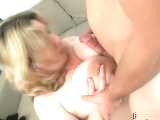 She has no money so she gives the mechanic her fat ass to fuck