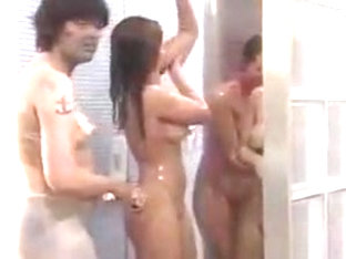 Big Brother Shower sexy washing bodypaint off