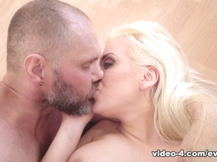 Blondie Fesser in Curvy MILF Blondie Bounces On Big Cock - EvilAngel