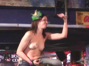 Mardi Gras 2016 Titties In Public New Orleans - NebraskaCoeds