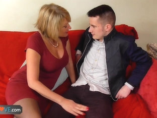 AGEDLOVE - Mature Amy seducing young Sam